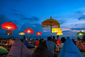 Geniessen sie den Abend am Strand von Jimbaran